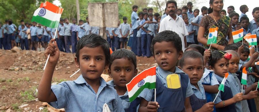 Andipuram bambini e bandiere 2