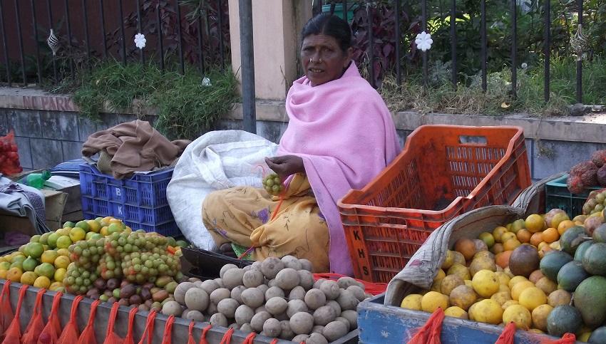 Donna con frutta 3